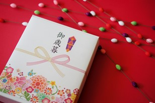 Gifts for Japanese Businesspeople: Etiquette Tips for Expats